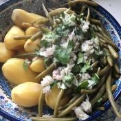 pommes de terre nouvelles et haricots verts échalotes