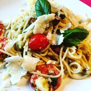 spaghettis au basilic et aux amandes