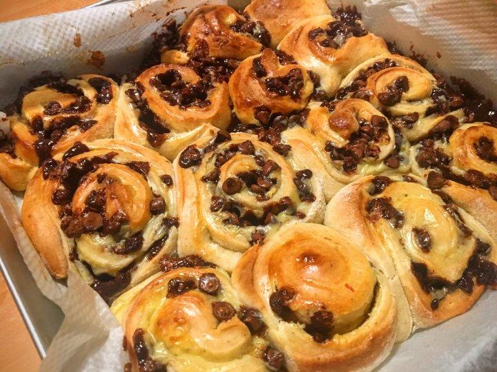 Roulés briochés aux pépites de chocolat et crème pâtissière
