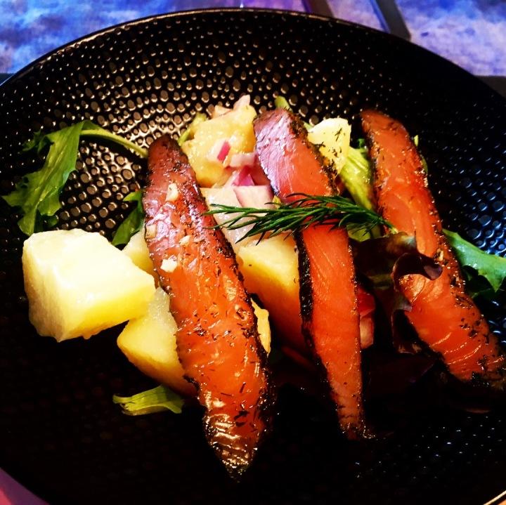 Salade de pommes de terre et saumon fumé